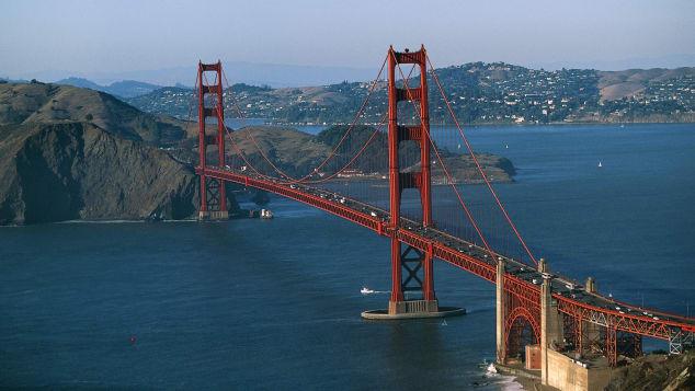 Co reklama prasowa ma wspólnego ze skokami z Golden Gate Bridge?